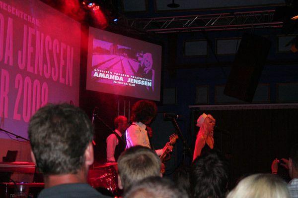 Amanda Jenssen å scenen
