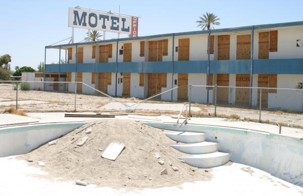 salton sea pool at motel
